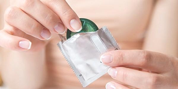 Sử dụng biện pháp an toàn khi quan hệ tình dục để tránh lây nhiễm viêm gan C