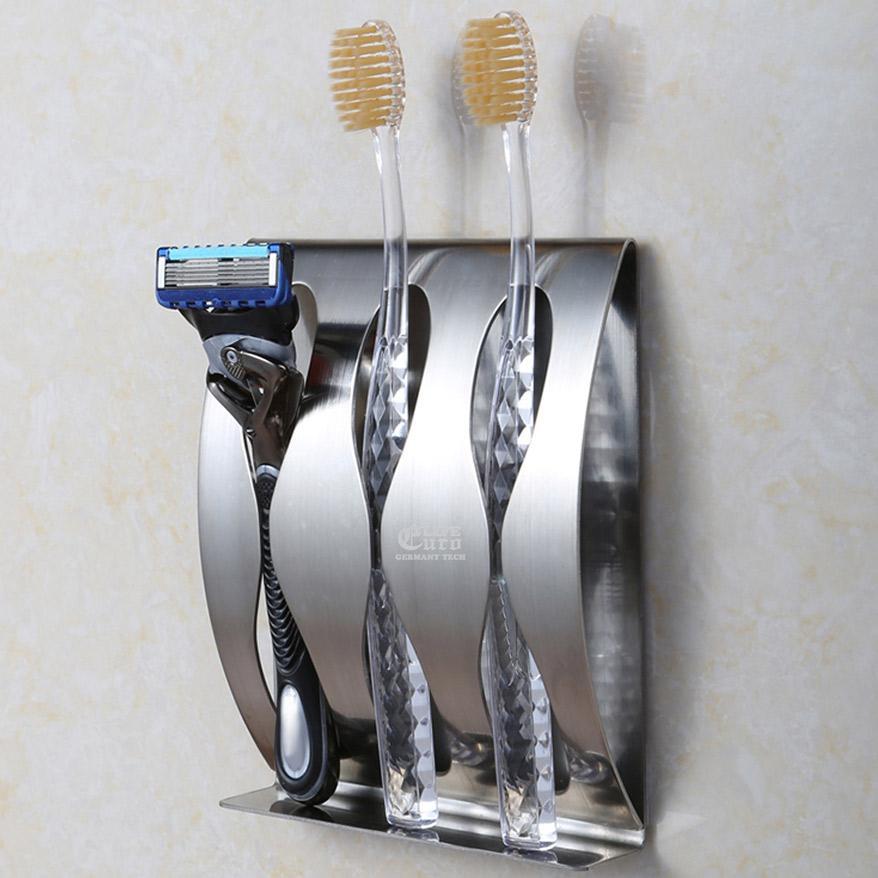 Sử dụng riêng đồ dùng cá nhân như dao cạo râu, bàn chải đánh răng