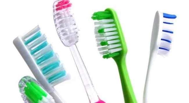 Không nên dùng chung một số dụng cụ cá nhân có khả năng dính máu kể cả bàn chải đánh răng