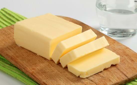 Bơ là một trong những thực phẩm chứa nhiều chất béo bão hòa