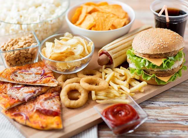 Đồ uống có ga cùng với đồ ăn nhanh nhiều chất béo là nguy cơ gây bệnh men gan cao