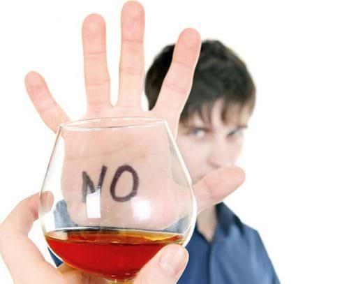 Hạn chế uống rượu là cách hạ men gan tốt nhất