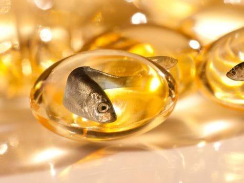 Cá hồi, cá ngừ và dầu hạt lanh chứa các axit béo rất tốt cho gan