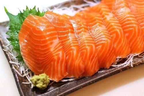 Cá hồi có thể giúp cải thiện mức độ chất béo trong gan