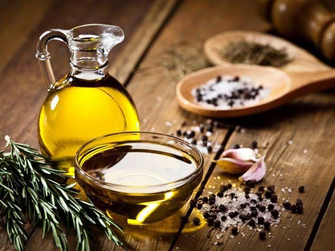 Dầu oliu sử dụng thường xuyên sẽ giúp giảm men gan, kiểm soát cân nặng, ngăn ngừa bệnh gan nhiễm mỡ