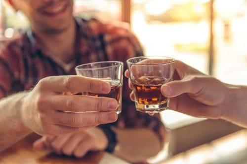 Uống rượu cũng là một trong những nguyên nhân men gan cao
