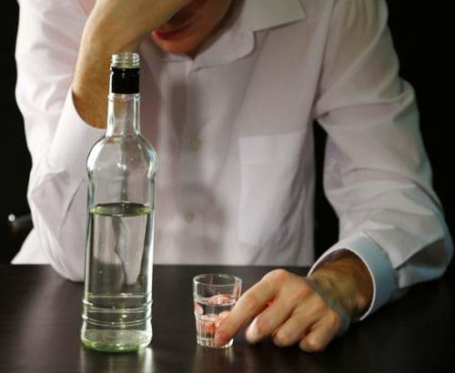 Người bị viêm gan C nên tránh tất cả các loại rượu
