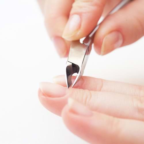 Không dùng chung các vật dụng chăm sóc cá nhân có thể bị nhiễm máu