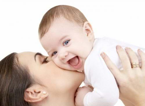 Các bà mẹ bị viêm gan C có thể truyền bệnh cho con cái của họ