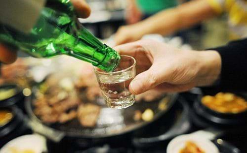 Uống quá nhiều rượu sẽ khiến các tế bào gan của bạn bị tổn thương