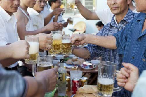 Lạm dụng rượu bia là một trong những nguyên nhân gây các bệnh về gan