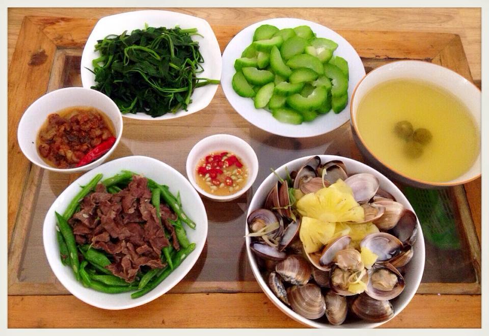 Người bệnh gan nên bổ sung rau xanh, hoa quả trong bữa cơm hàng ngày