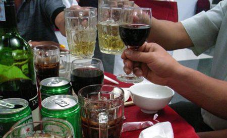 Cảnh báo gan tổn thương do uống rượu quá mức, tuyệt đối không được xem thường