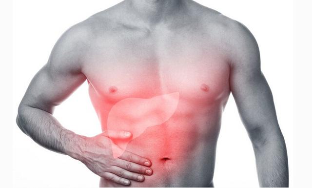 Đau vùng hạ sườn phải là triệu chứng bình thường ở người bệnh gan nhiễm mỡ, nhưng không được chủ quan